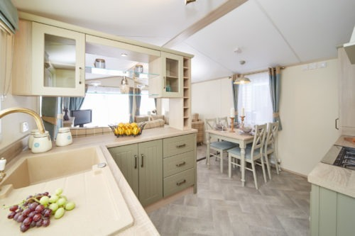Kitchen, Atlas Debonair Lodge for sale in France